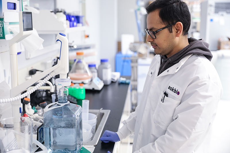 Research and collaborations Lab Worker